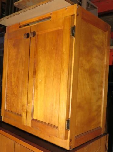 Petite armoire en pin