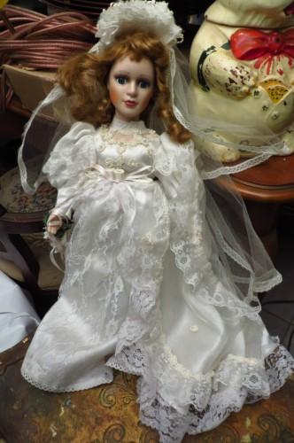 poupée porcelaine