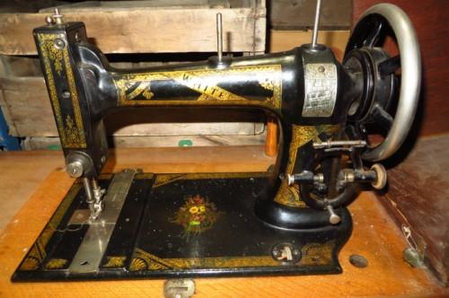 Machine à coudre antique